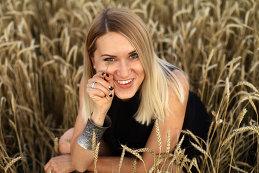 Оля Захарова