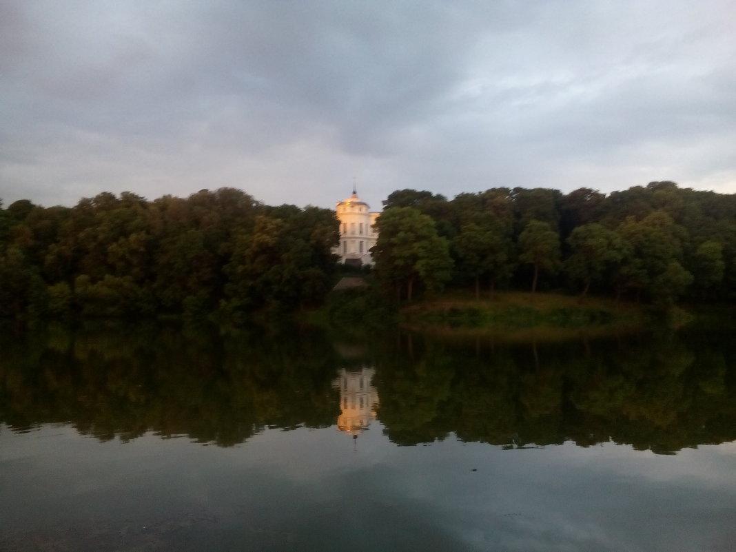 Дворец – бывшая усадьба графа Алексея Григорьевича Бобринского - Мила