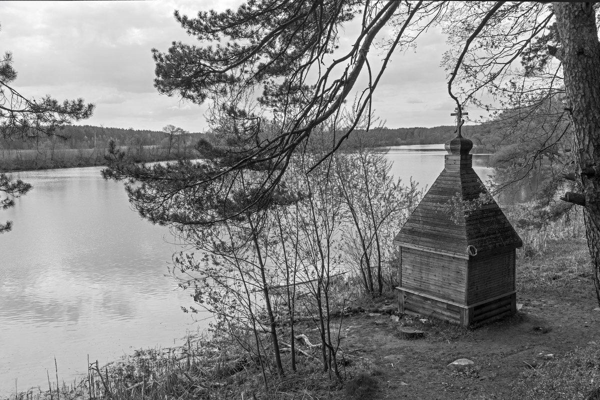 На берегу реки - Светлана