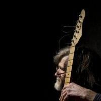 Мужчина с гитарой. :: Роман Романовский