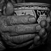 Бабушкины руки :: Янис Новиков