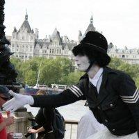 Полицейский-балерина :: Pavel Bredikhin