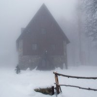 дом в зимнем лесу :: Илья Бунин