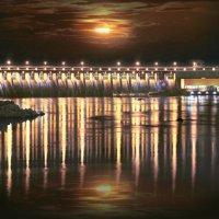 Днепрогес ночью. :: Виктор Комиссаров