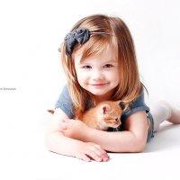 Элиза с пушистым комочком... :: Anna Bricova Семейный фотограф