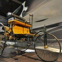 первый в Мире трёхколёсный автомобиль :: человечик prikolist