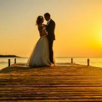 белый танец в оранжевом закате :: Алексей Яковлев