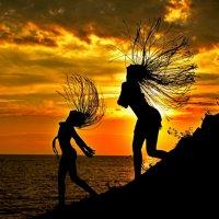мама с дочкой на закате :: Алексей Яковлев
