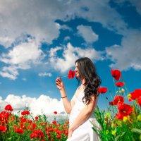 Девушка в маковом поле :: Марина Алексеева