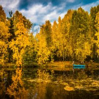 Одинокая лодка. :: Владимир