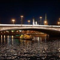 За ночным кремлём да под каменным мостом :: Константин Косов