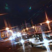 В ночных потоках улиц :: Евгений Жиляев