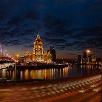 Гулять по ночному городу. :: Роман Полианчик