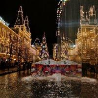 Новогодний ГУМ любуется в зеркало :: Евгений (bugay) Суетинов