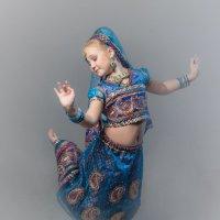 Девочка танцовщица восточных танцев :: Олег Дроздов
