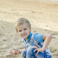 Утренняя разминка на песчаном пляже. :: Александра Рубан