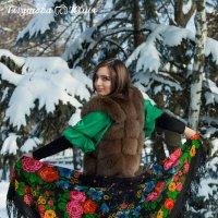 Русские красавицы морозов не боятся... :: Юлия Тягушова