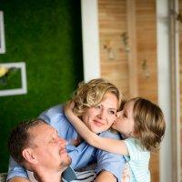 Поцелую маму, пока папа не видит... :: Ирина Автандилян