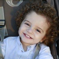 Мир начинается с улыбки.... :: Ноя