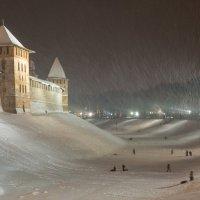 Зима! Снегопад! Каникулы! Катаемся на санках! :: Олег Фролов