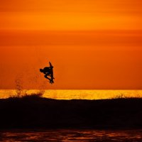 Серфинг на закате :: Евгений Старков