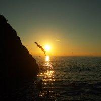 Прыжок со скалы :: Григорий Азатян