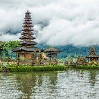 о.Бали, храм на озере Братан :: Творческая группа КИВИ