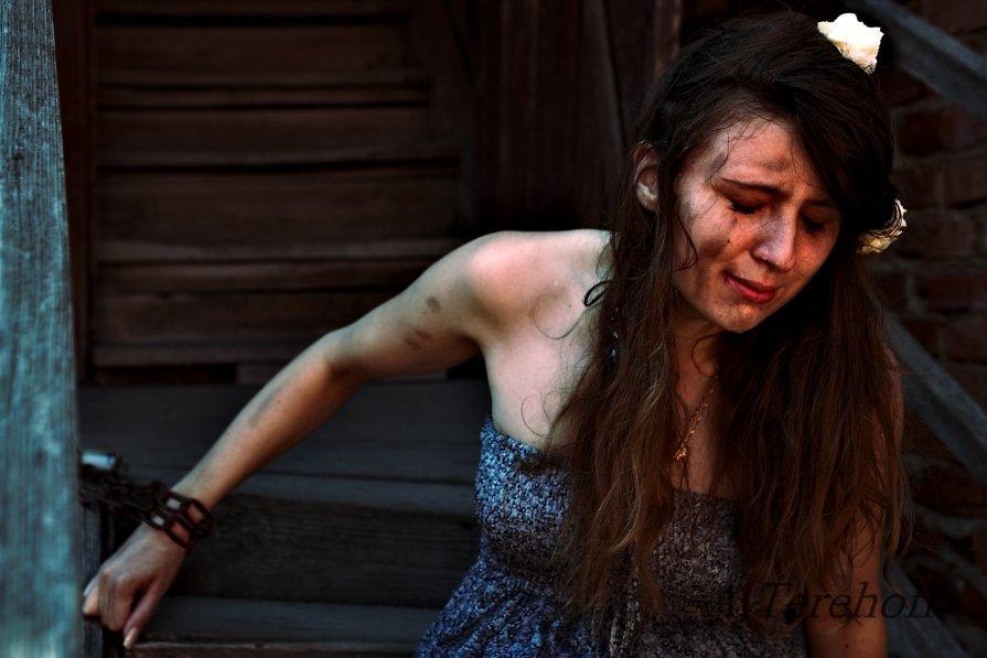 общем рота фото девушка в плену связанная шпилит