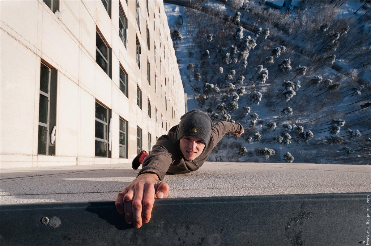 Смотреть как занимаются на крыше 11 фотография