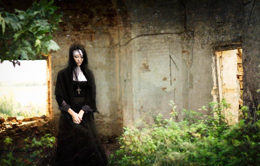 Заброшенная церковь - Kate Bond
