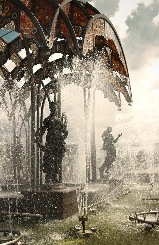 Фонтан в Тюменском Парке Развлечений - Роман Суханов