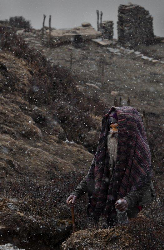 Денис Черкашин - Мира и горя мимо Садхупаломник идет сквозь метель к священному озеру - Фотоконкурс Epson