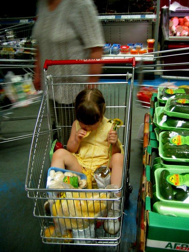 ...и в магазине. Ребенка лучше в магазине покупать. - Алексей Ярошенко