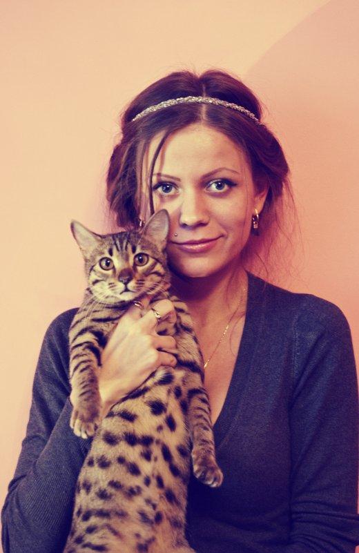 Девушка и кошка - Маша Путина