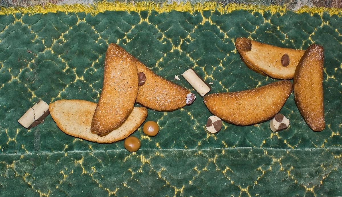 Собаки аппетитные обсыпные с сахаром к чаю - Сергей Кириллович Виноградов
