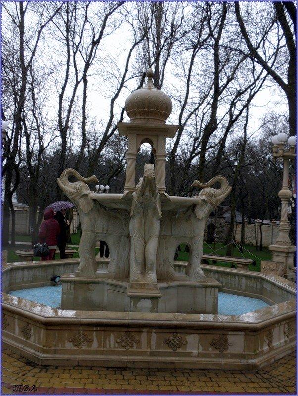 Индийский фонтан в Старом парке в Кабардинке - Вера