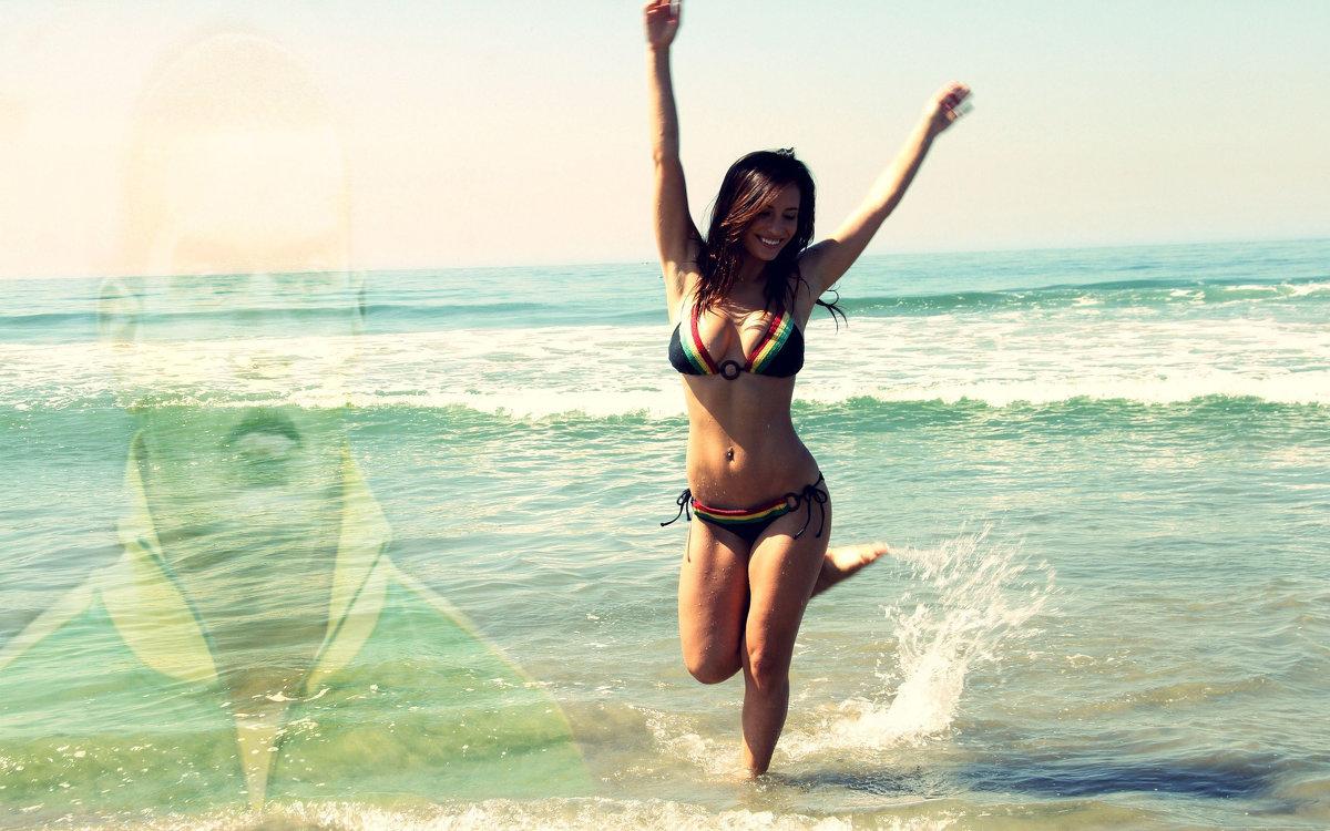 Фото без лица девушки в купальниках брюнетки