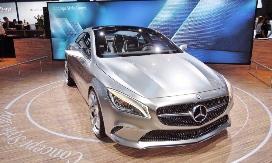 Концепт-кар Mercedes-Benz . Видео на YouTube.com/IGORAIKO . - Игорь Абрамов