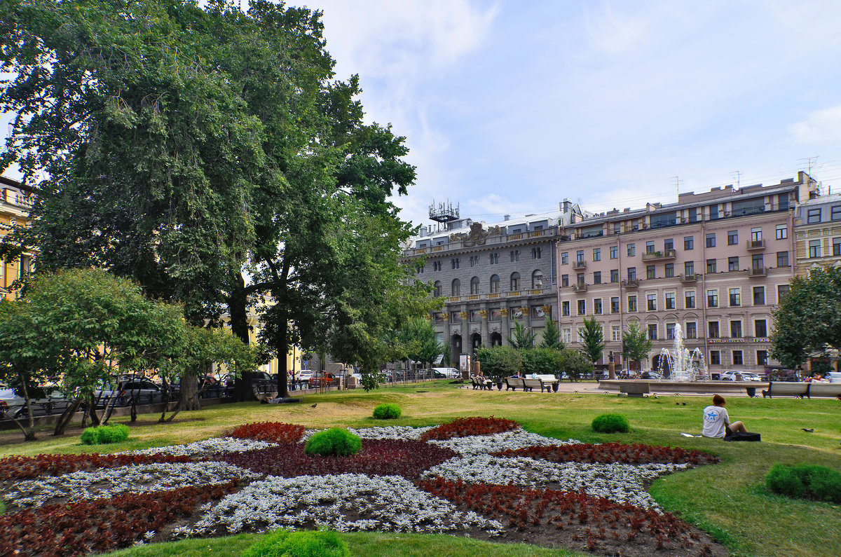 Клумба на площади - Viktor Pjankov