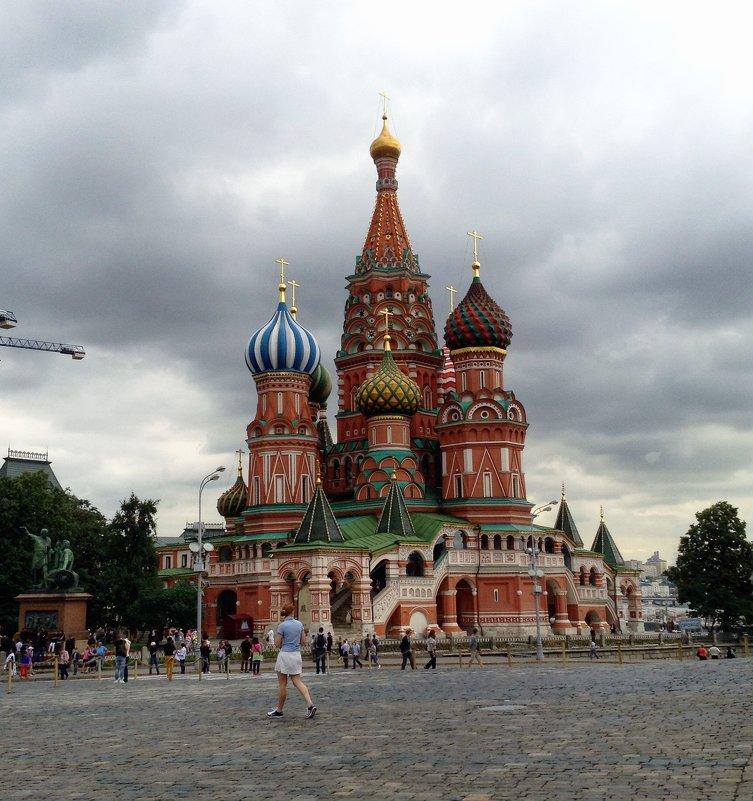 На якрасной площади - Ирина Бирюкова