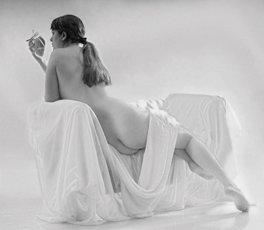 Девушка с персиком - Николай Бабий