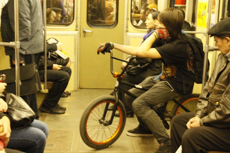 в метро... - наталья якушева