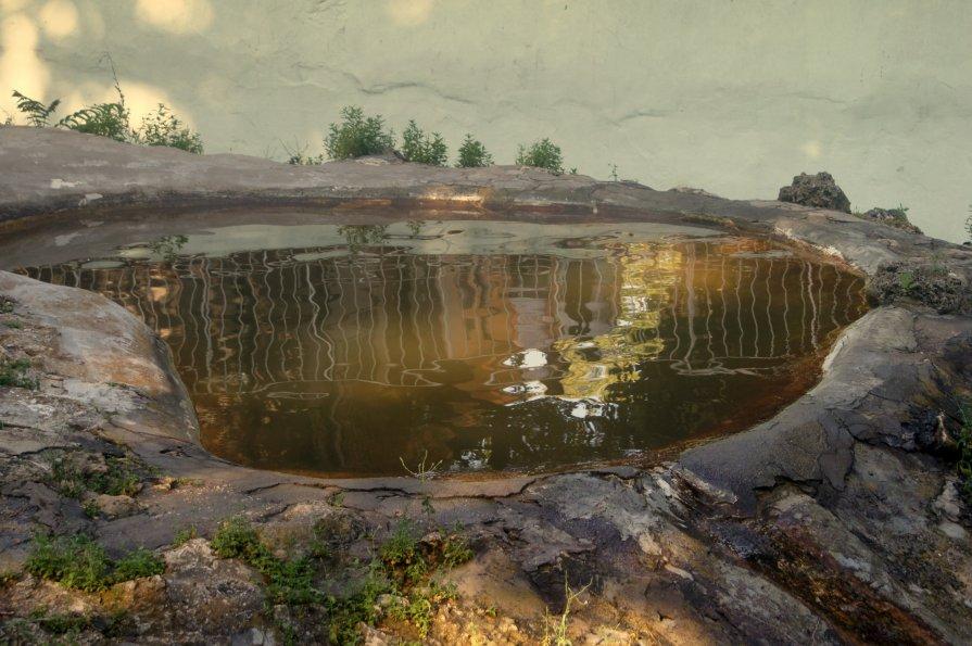 Озеро в скале - Александр Жабров