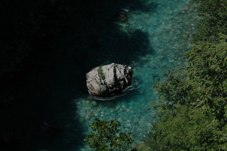 Каменная шишка - Алексей Деменев