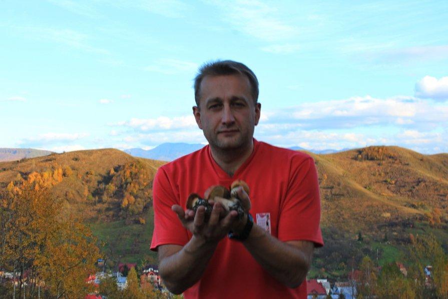 с белым грибом - Олег Осташ