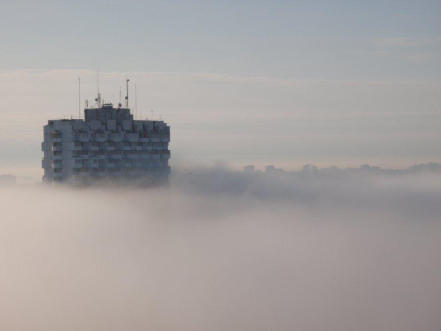 туманное утро в городе. дом в 22 этажа - Светлана Бикбулатова