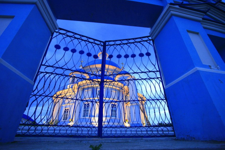 Закрытые  ворота - Геннадий Тарасков
