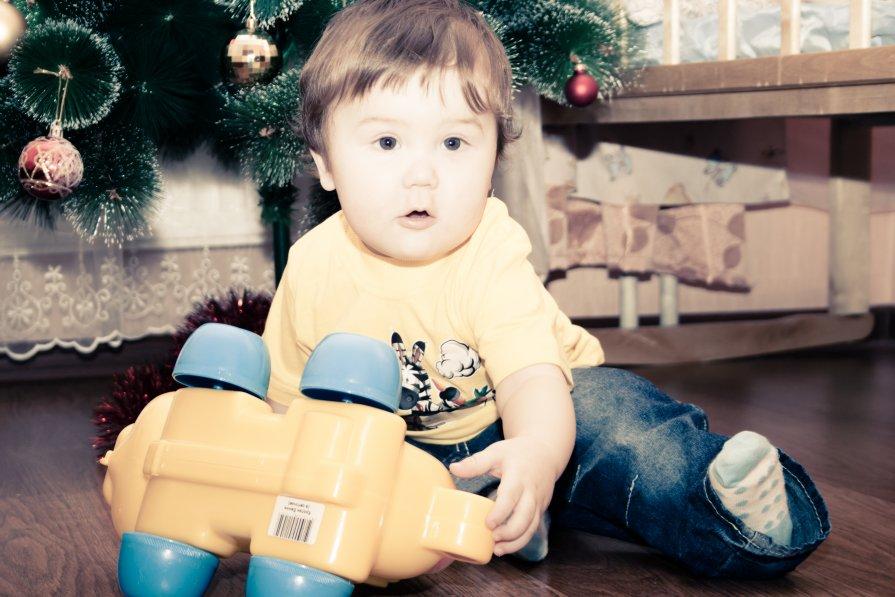 Кирюша с любимой игрушкой - Алёна Буравцова