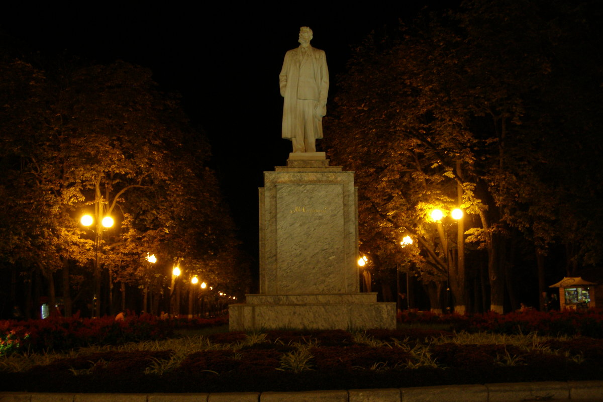 Памятник Максиму Горькому - AdmnetDen