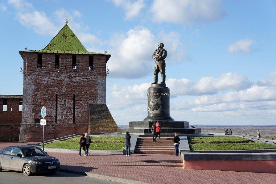 памятник чкалову в н. новгороде сочинение